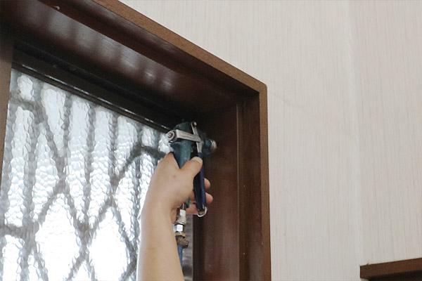 玄関や木枠への薬剤注入